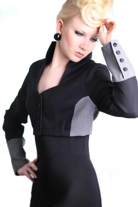 short jacket grey black buttins details